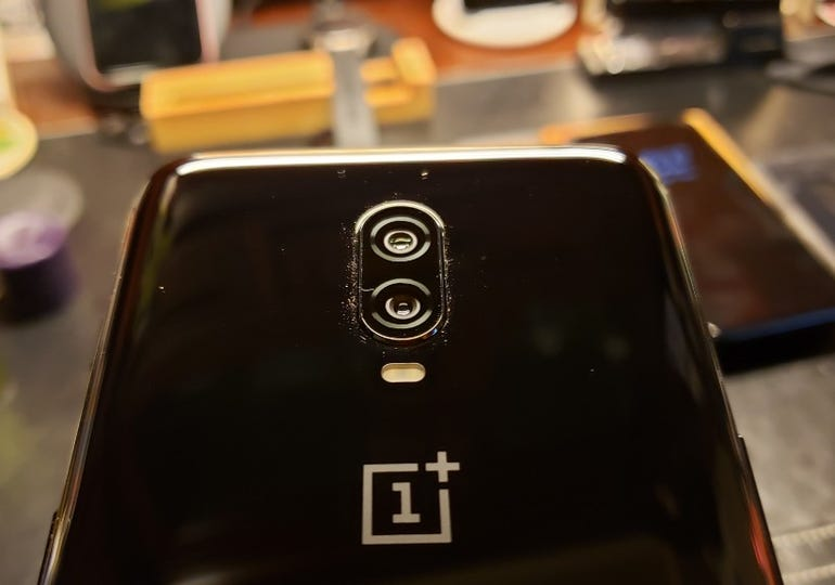 Dual cameras on the OnePlus 6T