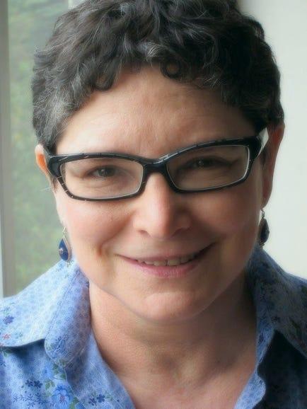Cora Ronai, technology journalist