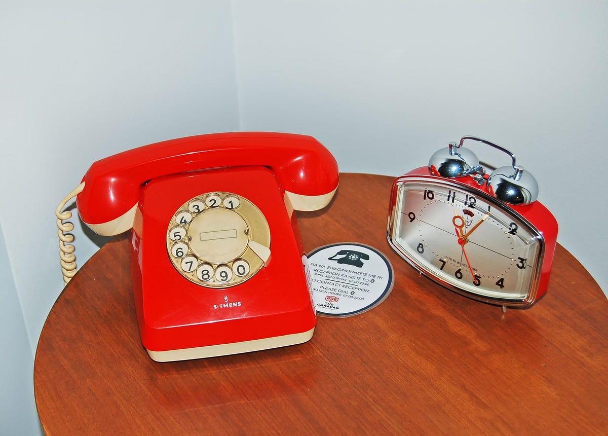 19-rotary-dial-phone-jm-black.jpg