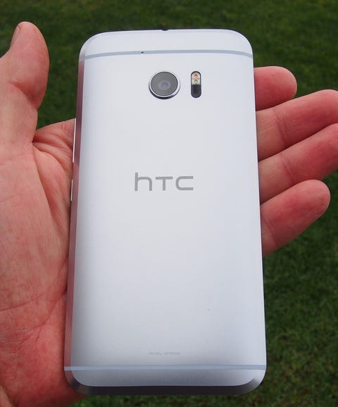 Back of the HTC 10 in hand