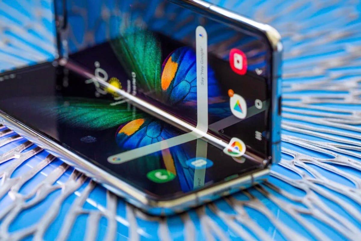 samsung-galaxy-fold-makes-foldable-phones-a-reality.jpg