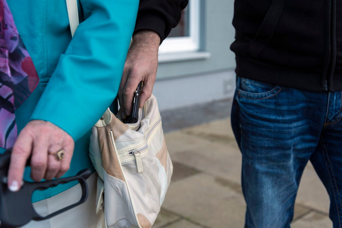 zdnet-virutal-reality-pickpocket.jpg