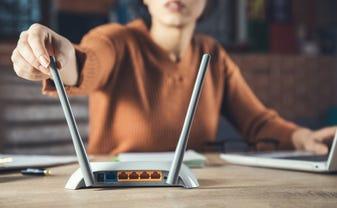 wireless-router-hand.jpg