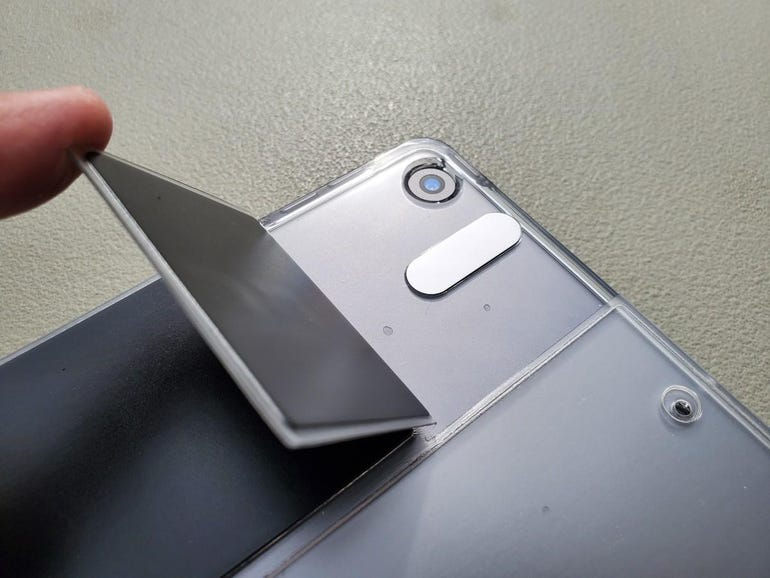 Magnetic flap for the camera