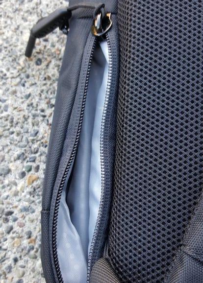 Small right side pocket