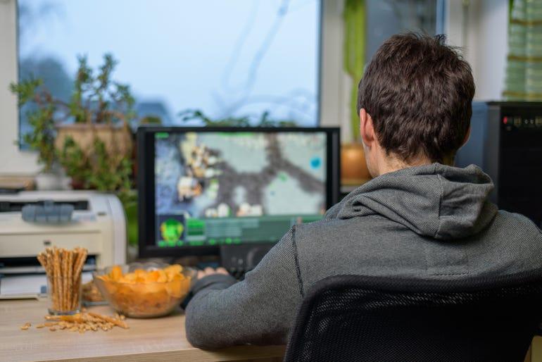 man-playing-pc-game.jpg