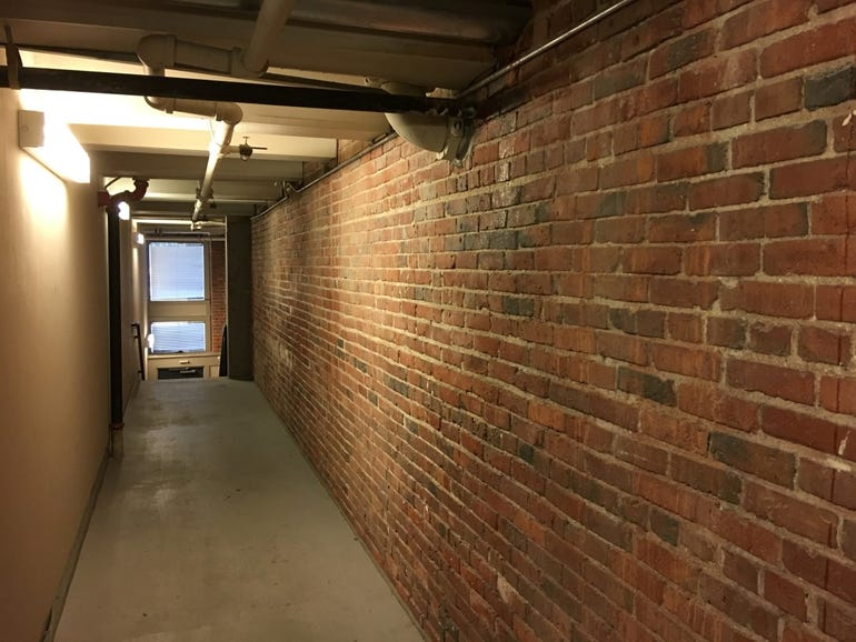 Brick hall: iPhone 6s Plus