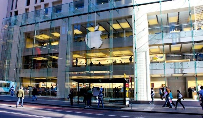 apple_stores_get_ipad_smart_signs_1-620x413 (1)