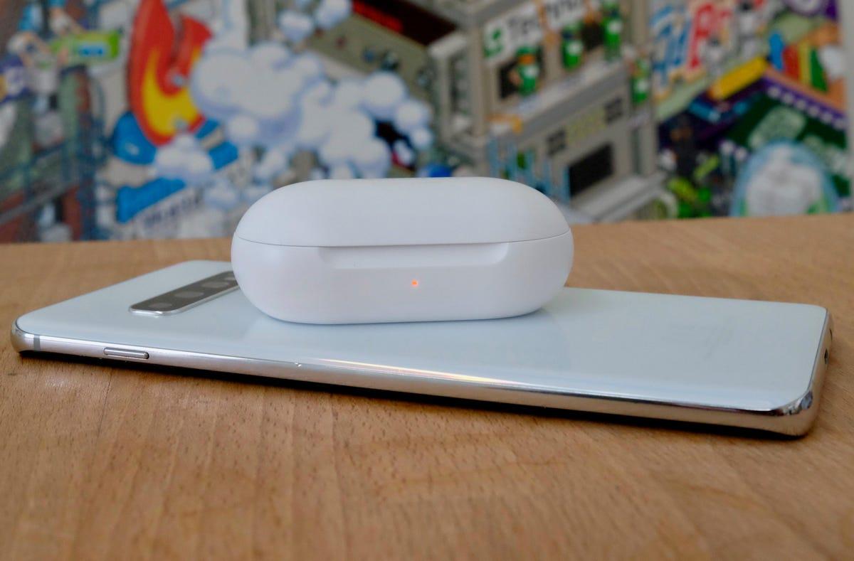 s10-plus-wireless-powershare.jpg