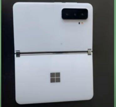 Microsoft Surface Duo 2 : voici une photo (présumée) du futur appareil Android à double écran