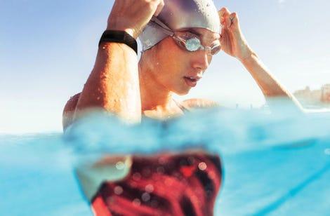 fitbit-charge-4-lifestyle-swim-inbox-black-13.jpg