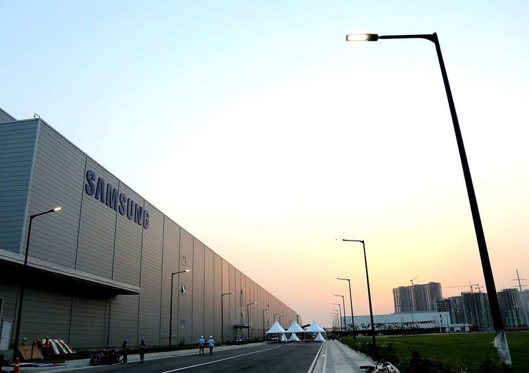 samsung-india-factory.jpg
