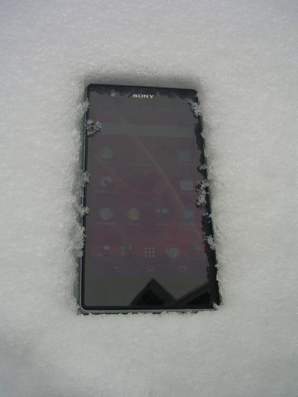 Xperia Z1s works fine in the snow