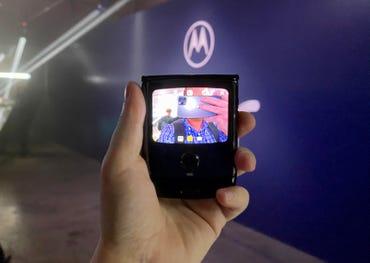 Motorola Razr Front Display Camera.jpg