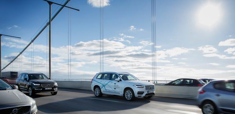 volvo-driverless-car-on-a-bridge.jpg