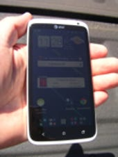 Image Gallery: HTC One X in hand