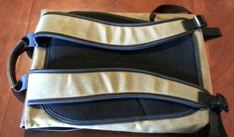staad-backpack-back-view