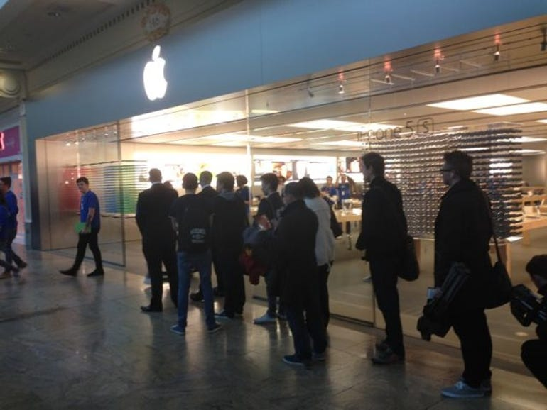Queues for the new iPhone outside an Apple Store