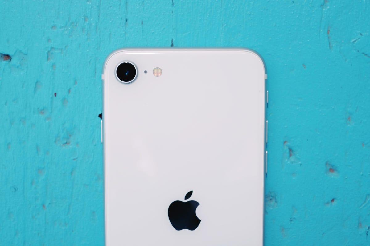 IPhone SE 2020-1.jpg