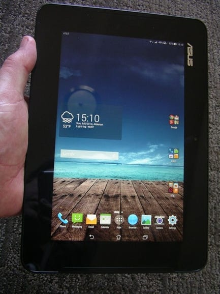 PadFone Station in hand - portrait
