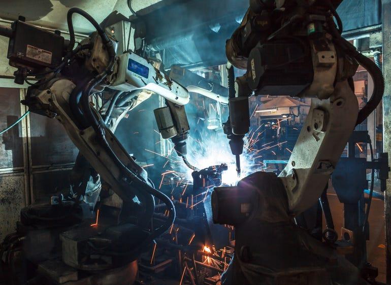 robotsindustrialistock-591835536.jpg