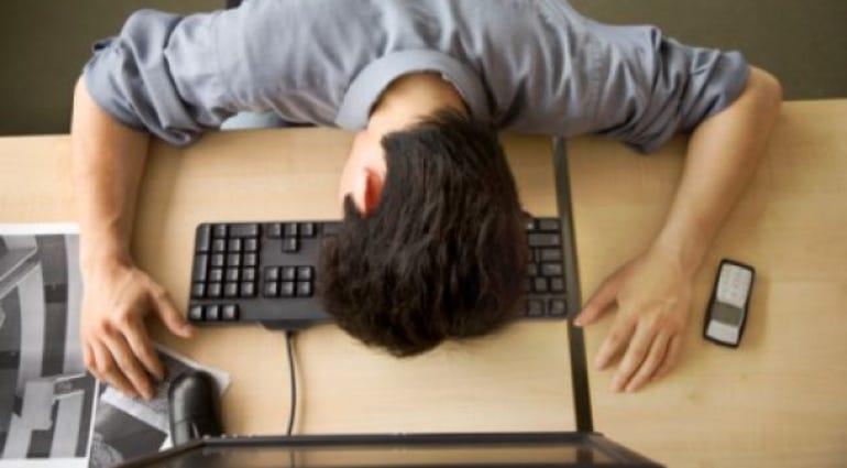 student-asleep-keyboard-back-to-college-tech-zaw21