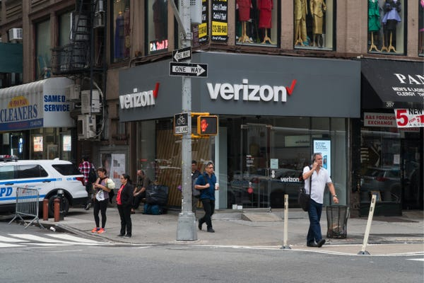 An ex-Verizon employee explains why it's not worth helping customers