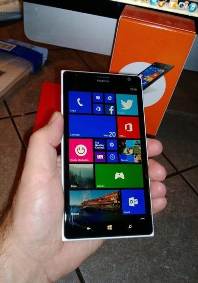 Nokia Lumia 1520 in hand