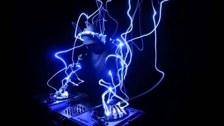 ROUND 10: ROBOT DJ UPROAR