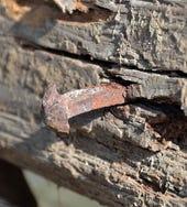 Rusty-Nail. CC BY-SA 3.0 Herzi Pinki (http://commons.wikimedia.org/wiki/File:Gartlm%C3%BChle,_Gresten_04_-_rusty_nail.jpg)