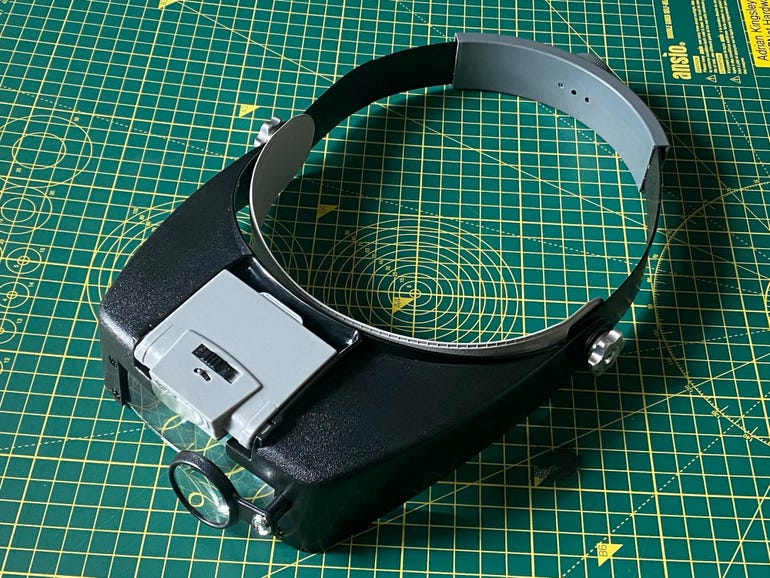 SE head-mounted magnifier