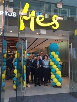 optus-store-launch-allen-lew.jpg