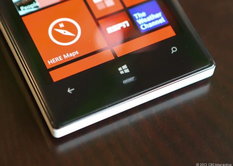 35760294_Nokia_Lumia_928-6609_620x443