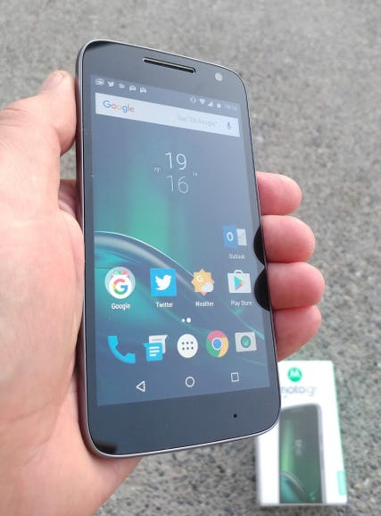 Moto G4 Play in hand