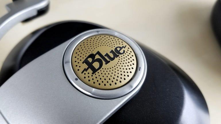 blue-microphones-satellite-wireless-headphones-3.jpg