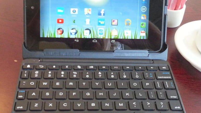 01-zagg-auto-fit-keyboard-case-open.jpg