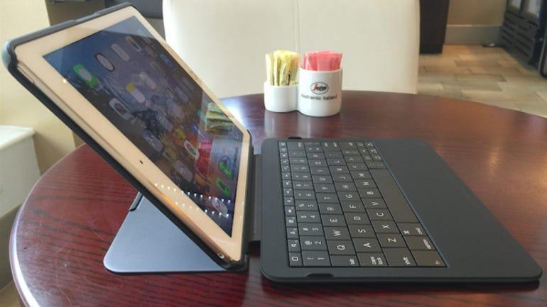01-typo-keyboard-side.jpg