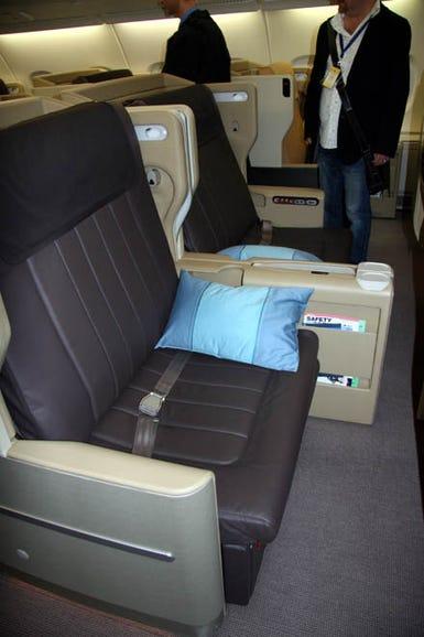 photos-airbus-a380-takes-off15.jpg