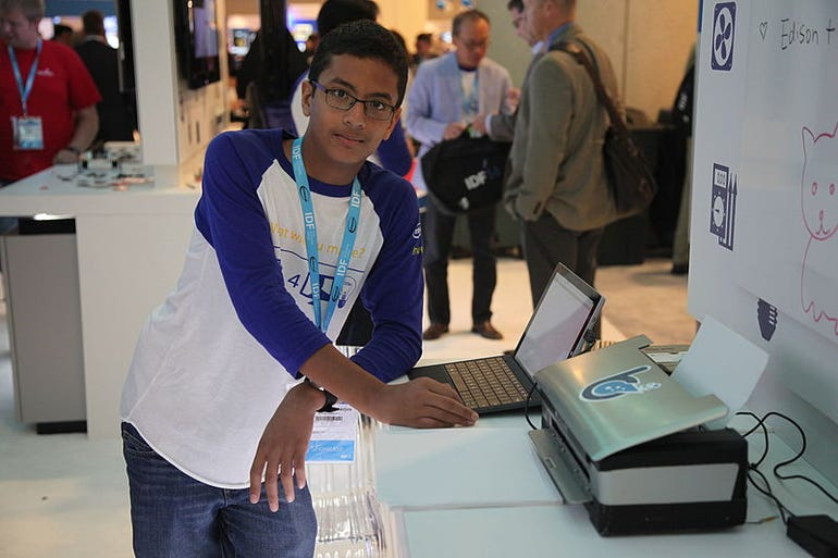 Shubham_Banerjee_with_Braigo_v2.0_at_IDF14