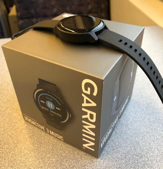 Garmin Vivoactive 3 Music retail box