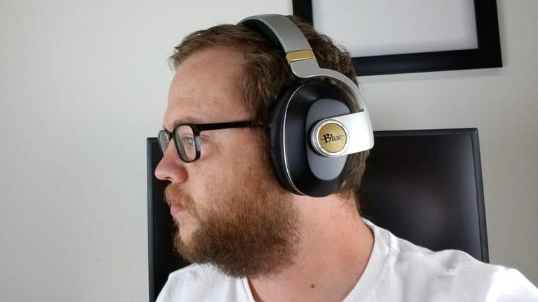 blue-microphones-satellite-wireless-headphones-6.jpg