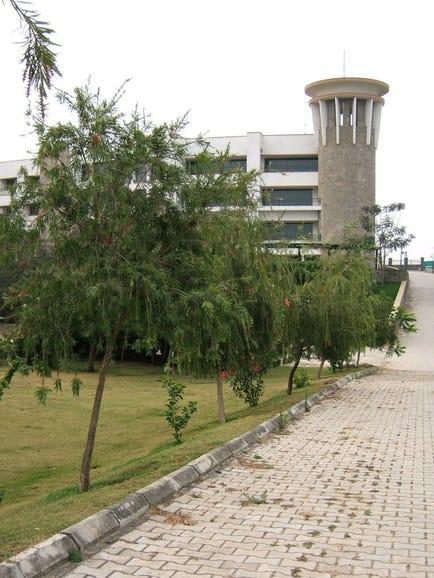 40153327-1-steriapuneoutside-campus.jpg