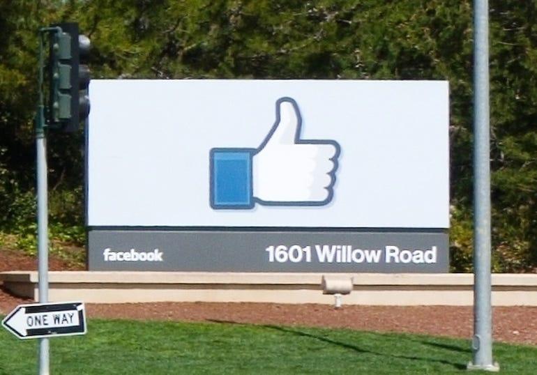 Facebook_Headquarters_Menlo_Park_detail wikimedia commons
