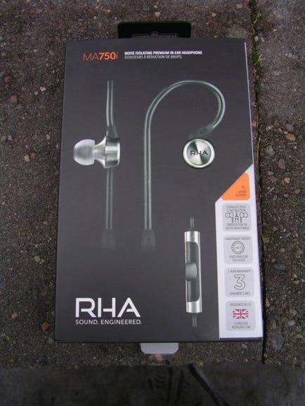 RHA MA750i retail package
