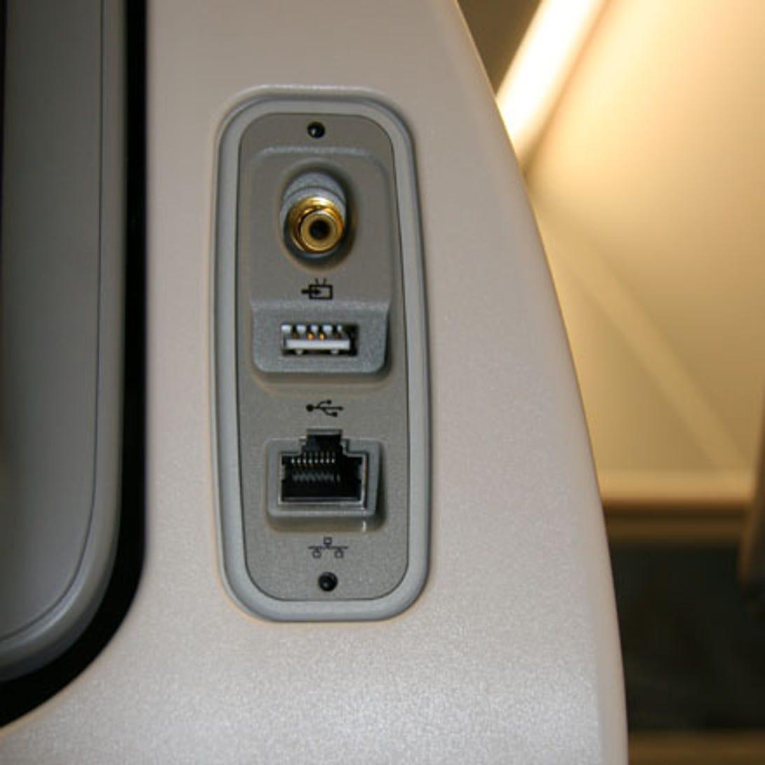 photos-airbus-a380-takes-off14.jpg