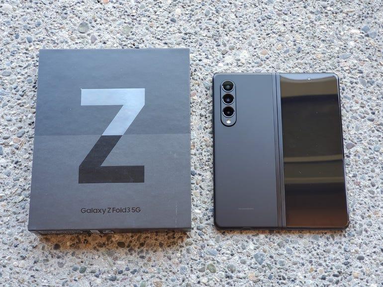 Z Fold 3 retail package