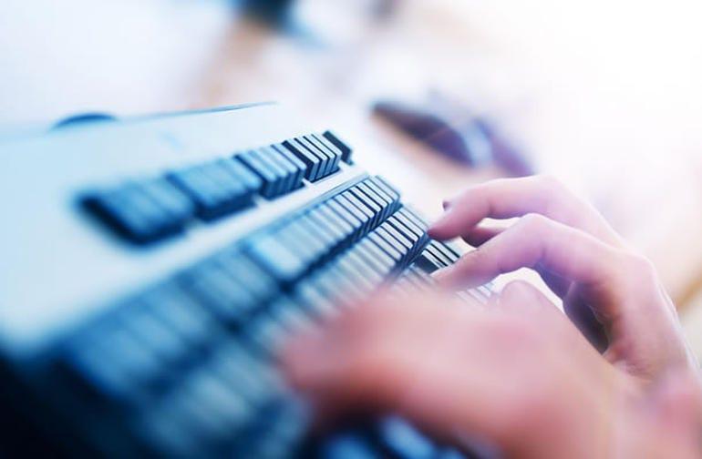 hand-on-keyboard-610.jpg