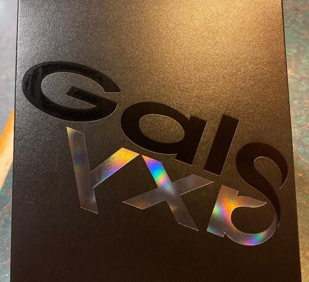 Samsung Galaxy Fold retail box