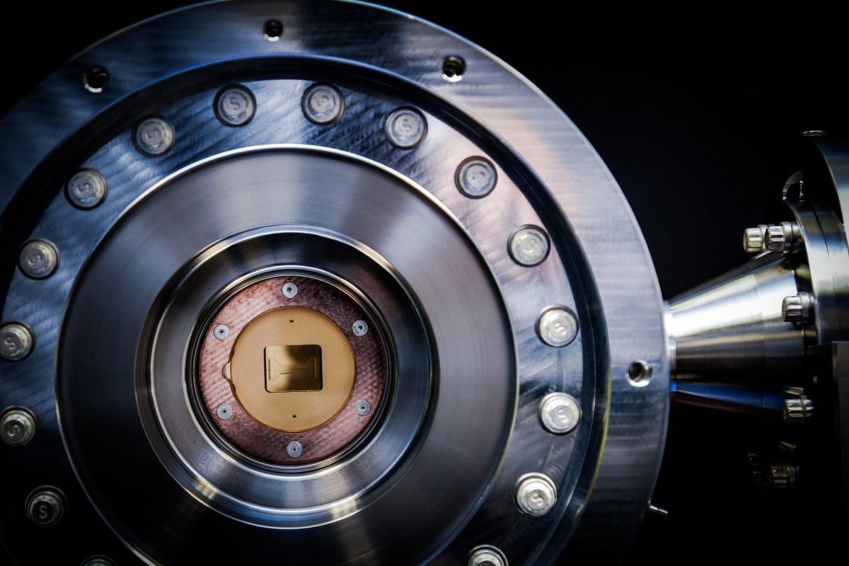 honeywell-quantum-chamber-with-ion-trap.jpg