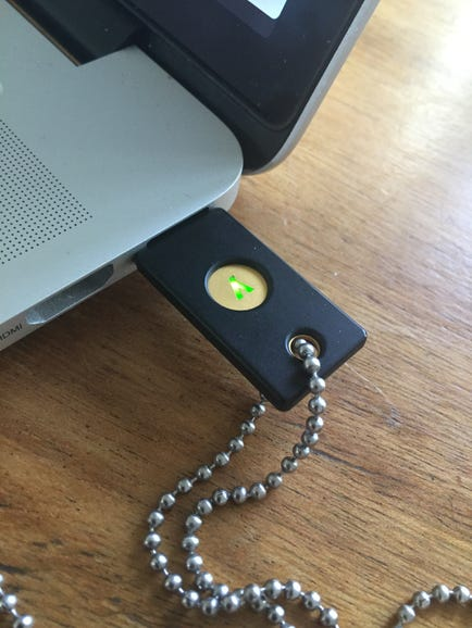 YubiKey 4 connected to MacBook